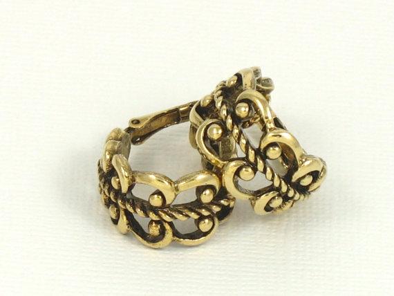 Vintage AVON 'French Filigree' Hoop Antiqued Goldtone Clip Earrings (1977). Vintage Avon Earrings. Vintage Avon Jewelry. Filigree Earrings by thevintagelot