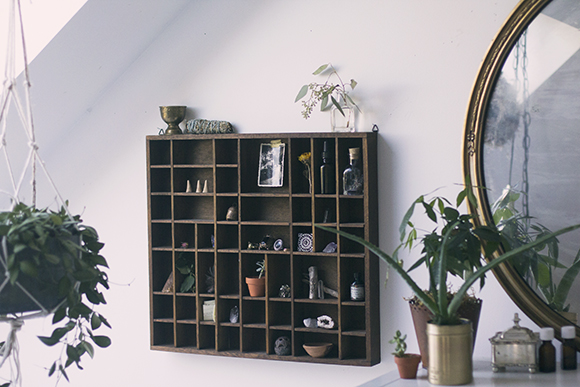 Home Décor Inspiration: Vintage Display Shelf