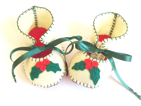 Christmas Baby Booties Baby Boots Baby Bootees Baby Shoes Infant Shoes First Baby Shoes Newborn Gift Baby Booty Soft Baby Shoe Holly Leaves by funkyshapes
