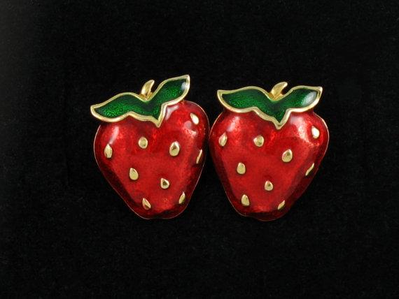 Vintage AVON 'Very Berry' Red Enamel Strawberry Clip Earrings (1990). Red Enamel Earring. Vintage Avon Jewelry. Vintage Avon Earring. by thevintagelot