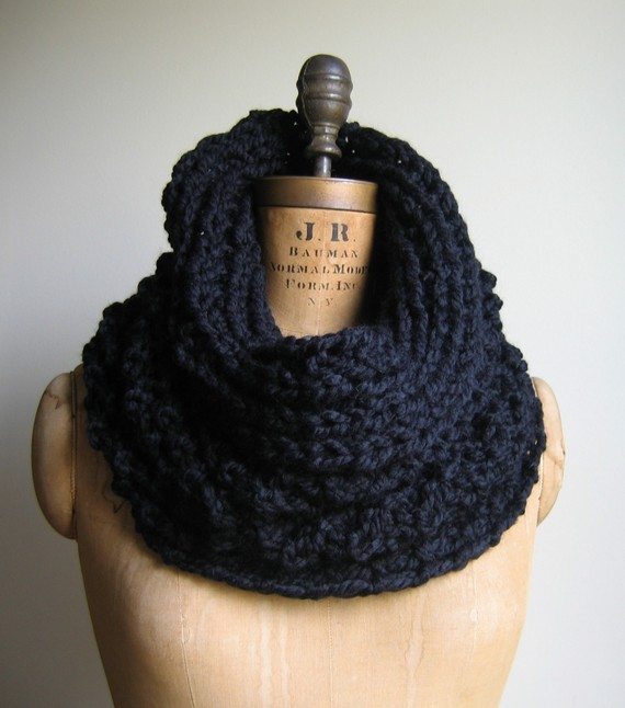 Black Chunky knit Cowl Infinity scarf. Incognito. by Happiknits