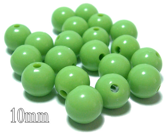 10mm Opaque acrylic plastic beads in Light Olive green 20 beads by pedazos
