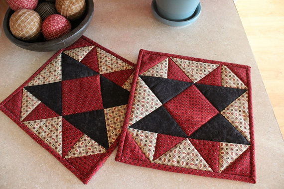 Quilted Pot Holder / Country Kitchen Pot Holder / Hot Pads / Trivets / Mini Quilts by Sewsouthernquilts