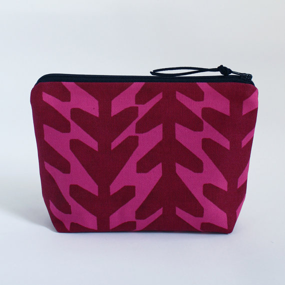 ARROWS – Basic Zipper Bag in Ruby by modernradar