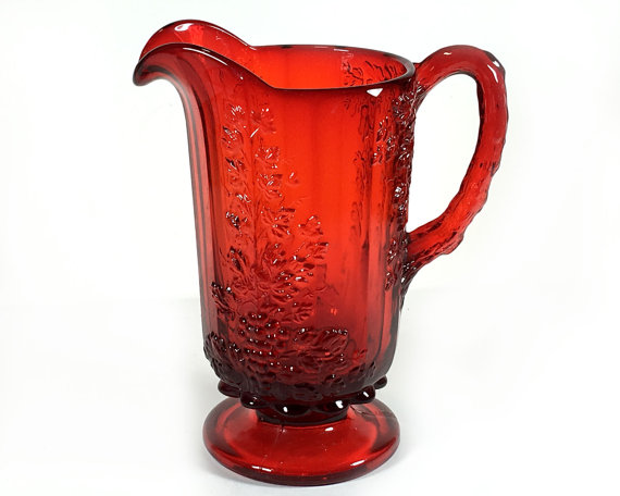 Vintage Wright LG & quot; Panel Grape & quot ;, Ruby Red 28 oz Pitcher, Pressed Glass, Grapes and Vines Pattern by MysticLily