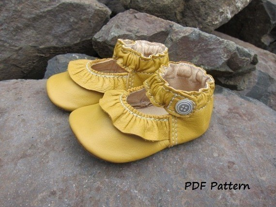 Baby Shoe Pattern Ruffled MaryJane Shoes PDF Sewing Pattern with tutorial by Podsshoes